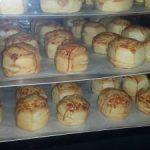 A frissen sült Pek-snack pogácsák várják a vásárlókat