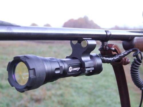 Mágneses lámpatartó egy puska csövén