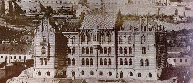 A budapesti Toldy Gimnázium egy régi fényképen.